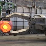 Forklift Mengecas Manipulator Dengan Forklift
