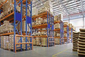 gudang dengan rak multilayer di kilang